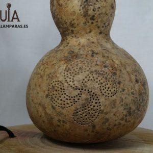 lampara con base de madera lauburu