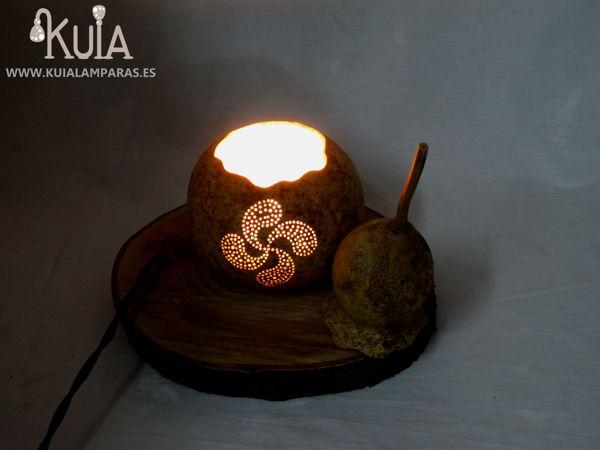 lampara de regalo con lauburu tallado
