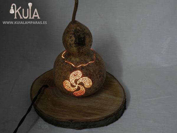 lampara con dibujo personalizado lauburu