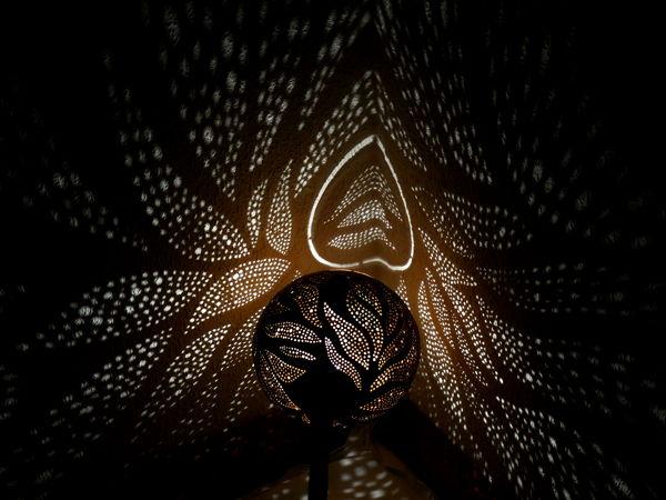 lampara con proyecciones de sombras espectaculares eve