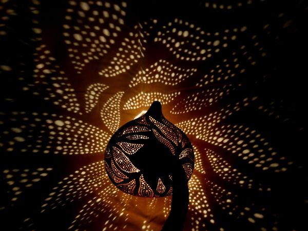 lampara con proyeccion de sombras eve