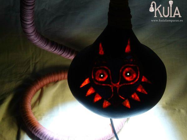 lampara con la careta majoras mask