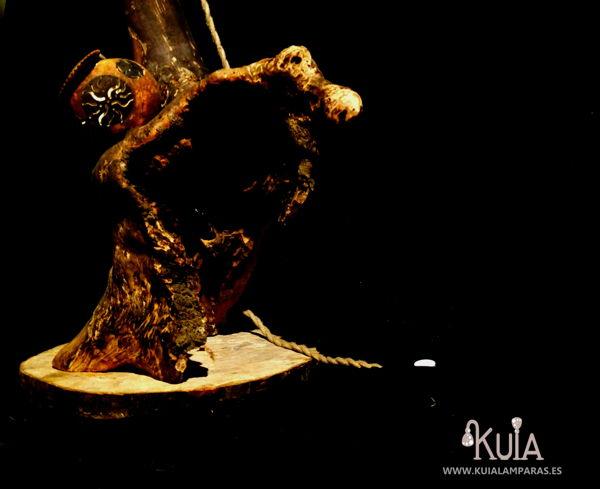 lampara de pie de madera korua