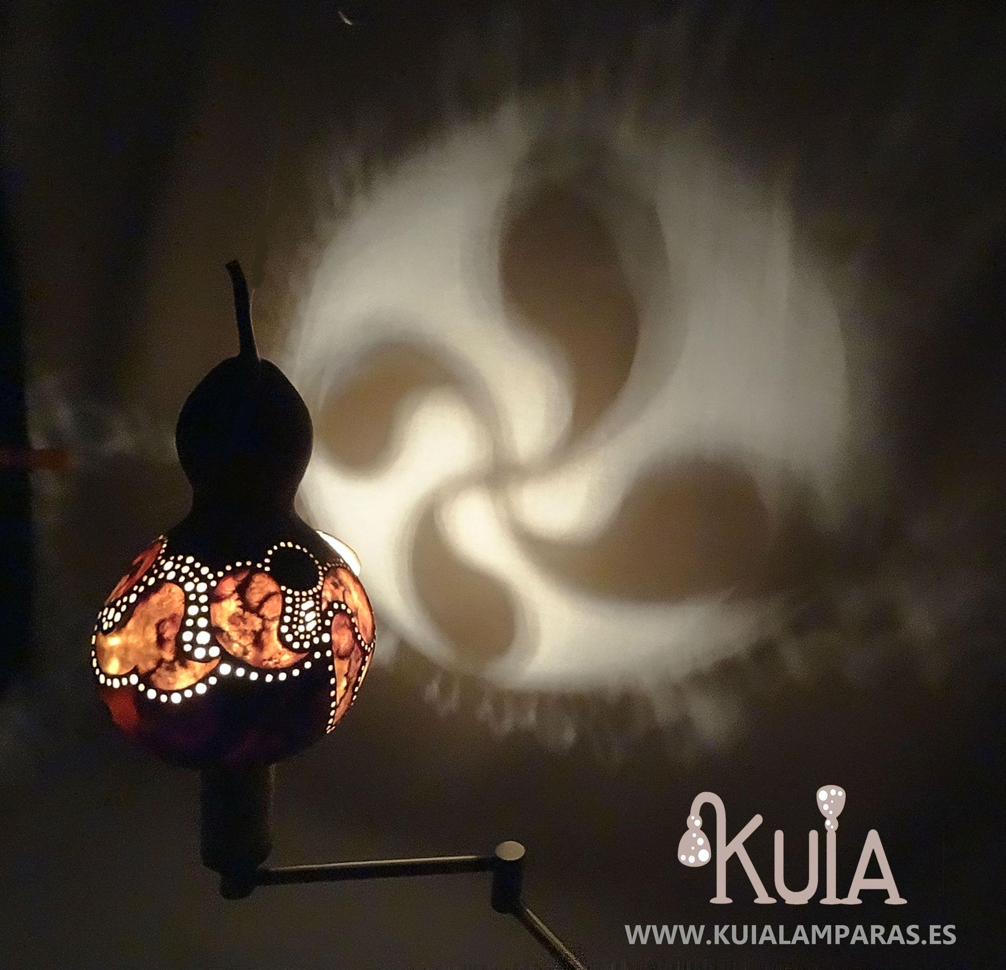lampara de pared artesanal de dormitorio lauburu2