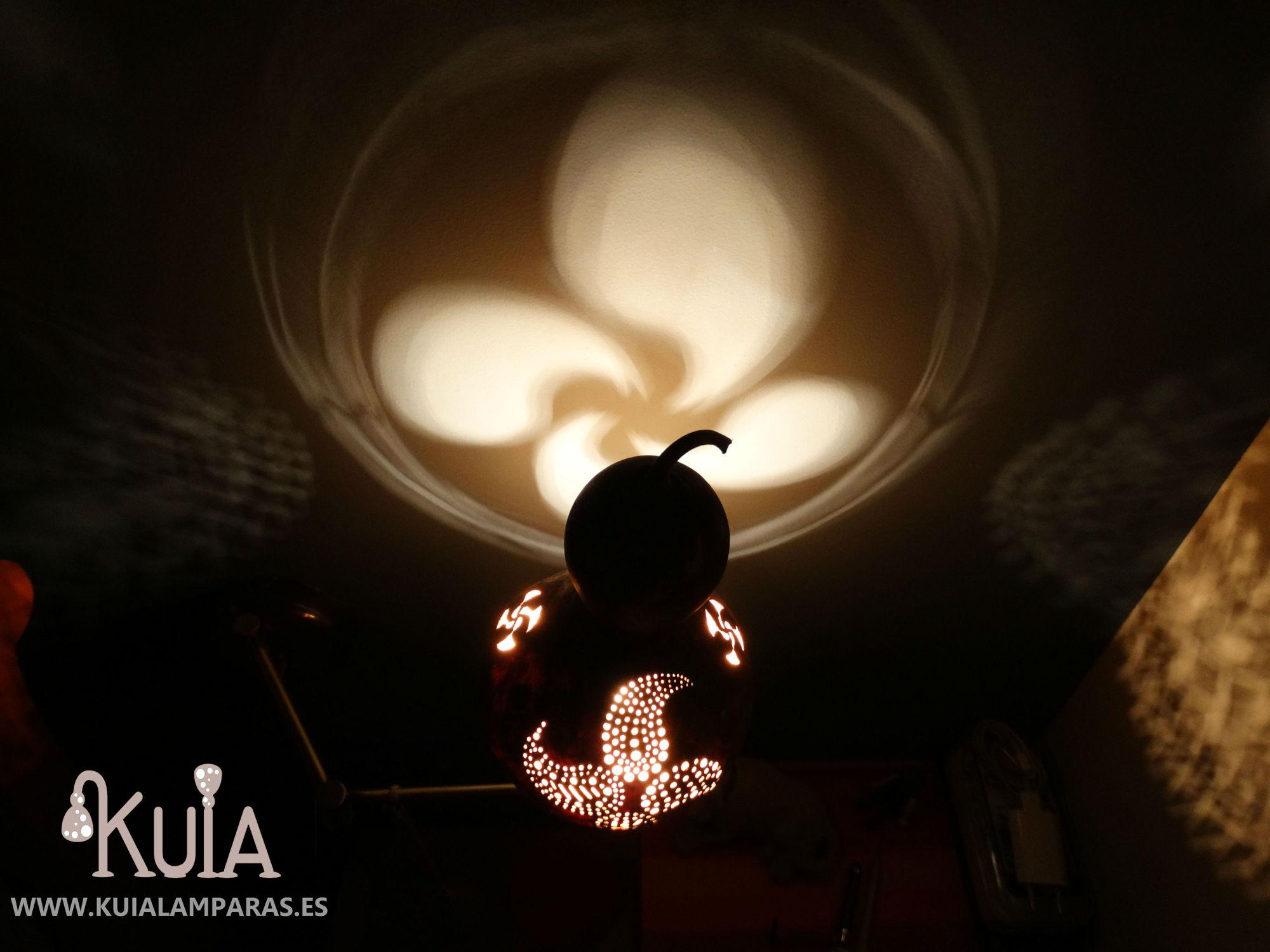 lampara con proyecciones lauburu2