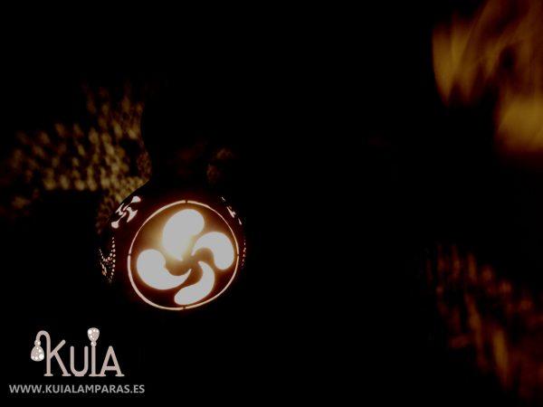 lampara de pared personalizada lauburu2