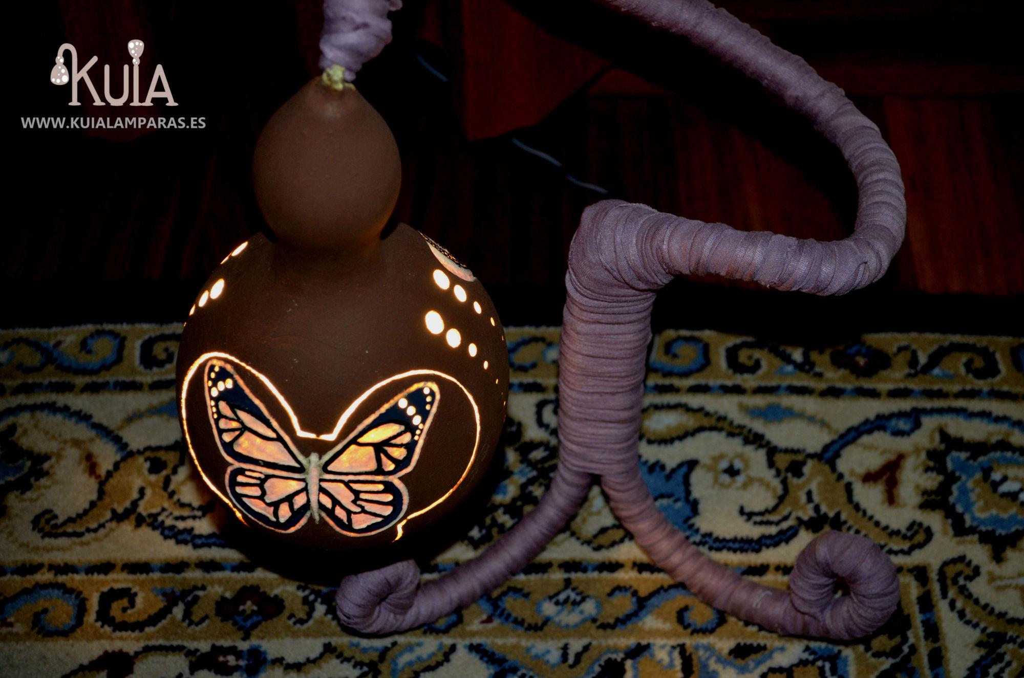 lampara de mesilla con una mariposa pinpilinpauxa