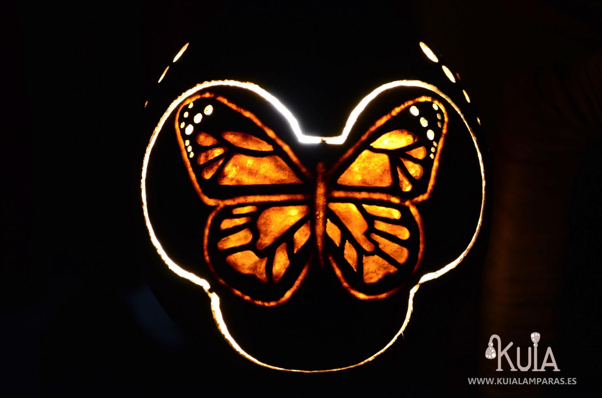 mariposa con luz tallada a mano pinpilinpauxa