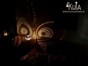 lampara que genera dibujos maravillosos en la pared