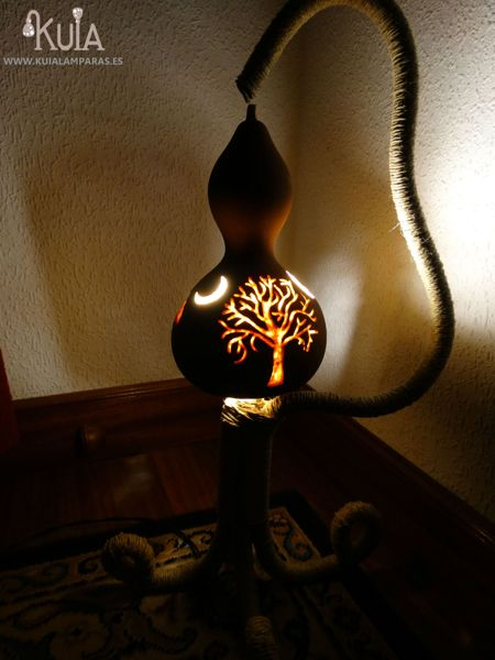 lampara con arbol hontzargi