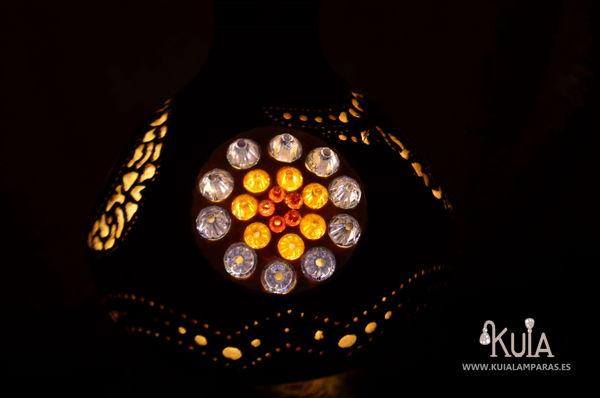lampara artesanal con cristales wornmoon