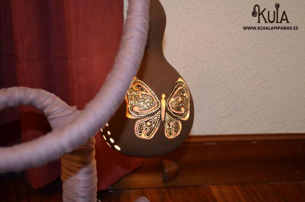 lampara con mariposa tallada pinpilinpauxa